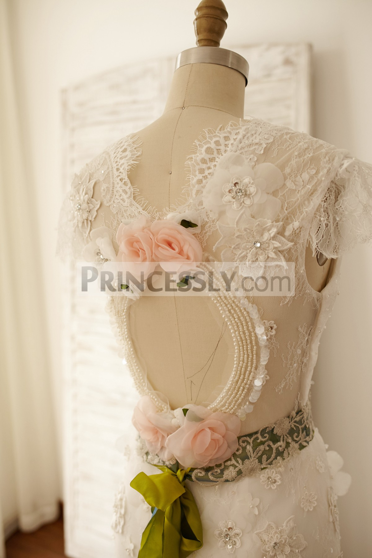Princessly.com-K1000055-Vintage Keyhole Back Lace Chiffon Cap Sleeves Wedding Dress-31