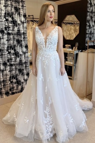 A-line Sleeveless Plunging Neck V-back Lace Tulle Long Bridal Dress