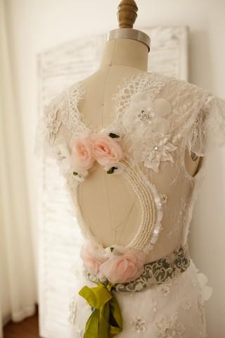 Vintage Keyhole Back Lace Chiffon Cap Sleeves Wedding Dress
