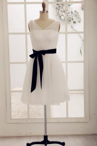 Simple V Neck Tulle Short Knee Length Bridesmaid Dress