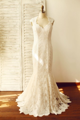 Mermaid Lace Keyhole Wedding Dress with cap sleeves/Champagne Lining