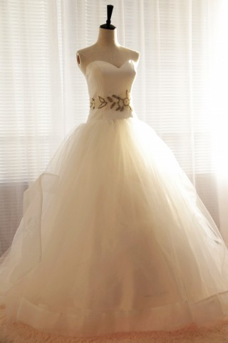 Strapless Sweetheart Tulle Ball  Gown Wedding Dress with Beaded Waist
