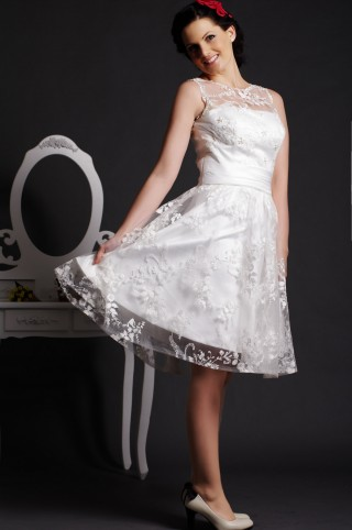 Sexy A-line Sheer Jewel Neck V Back Pearled Layered Knee Length Lace Bridal Dress