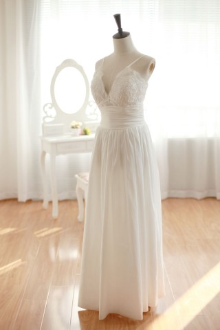 Simple but Sexy V-neck Straps Column Wedding Dress of Broad Waist Band