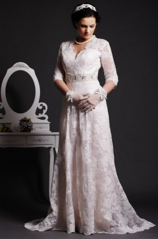 Timeless A-line Scalloped V-neck Key-hole Back Beaded Sweep Lace Wedding Dress