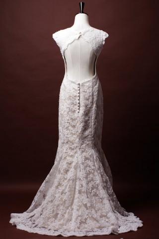 Trumpet Cap Sleeves Key-hole Back Princess Waist Appliqued Lace Wedding Dress w/ Buttons