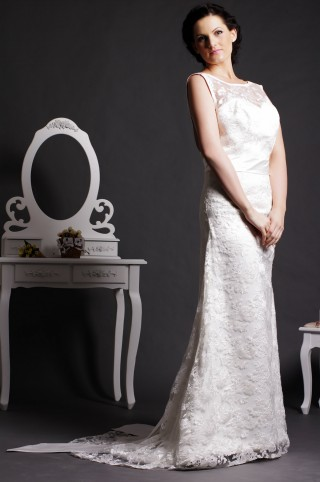 Vintage Sheath Scoop V-neck Back Lace Covered Satin Court Bridal Dress w/ Bow & Streamers