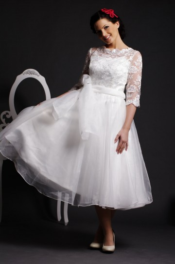 A-line Lace Scalloped Jewel Neck 3/4 Sheer Sleeves Layered Pleats Organza Bridal Dress