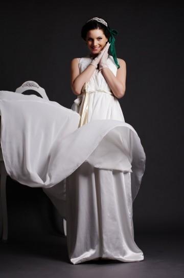 Graceful A-line Lace V-neck Key-hole Back Draping Pleated Sweep Chiffon Wedding Dress w/ Belts