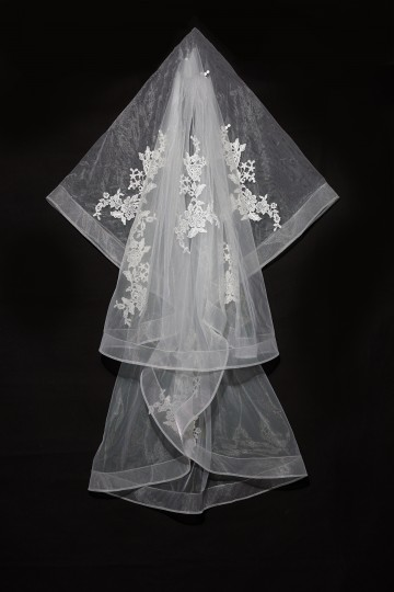Princessly.com-K1000337-Short Elbow Length Horsehair Trim Lace Wedding Veil-20