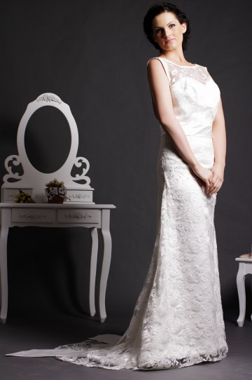 Vintage Sheath Scoop V-neck Back Lace Covered Satin Court Bridal Dress w/ Bow & Streamers